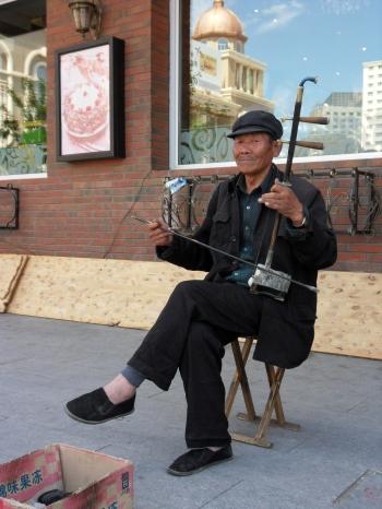 Joueur de Haegeum à Manzhouli - Mongolie intérieure - Chine - 11 juin 2011