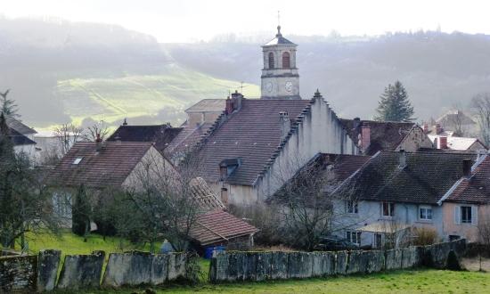 Perrigny et son clocher - Vue sur les vignes du coteau de Montaigu