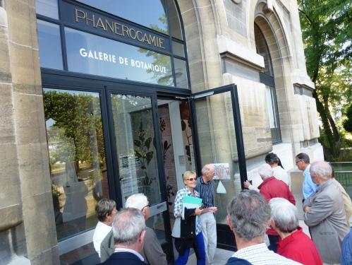 Galerie de Botanique du Muséum, située le long de la rue Buffon.