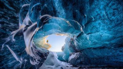 Grotte de glace - On peut en contempler au bord de certains glaciers dans le sud de l'Islande par exemple. Crédits photos : J.F. Chaubard / SIPA